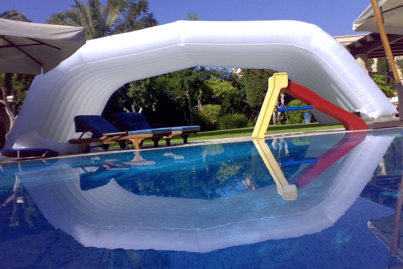 structure gonflable blanche piscine